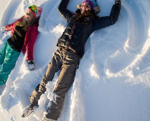 Spass im Schnee beim Winterwandern in Ramsau am Dachstein, Winterurlaub, Ausflugsziel Sonnenalm im Winter